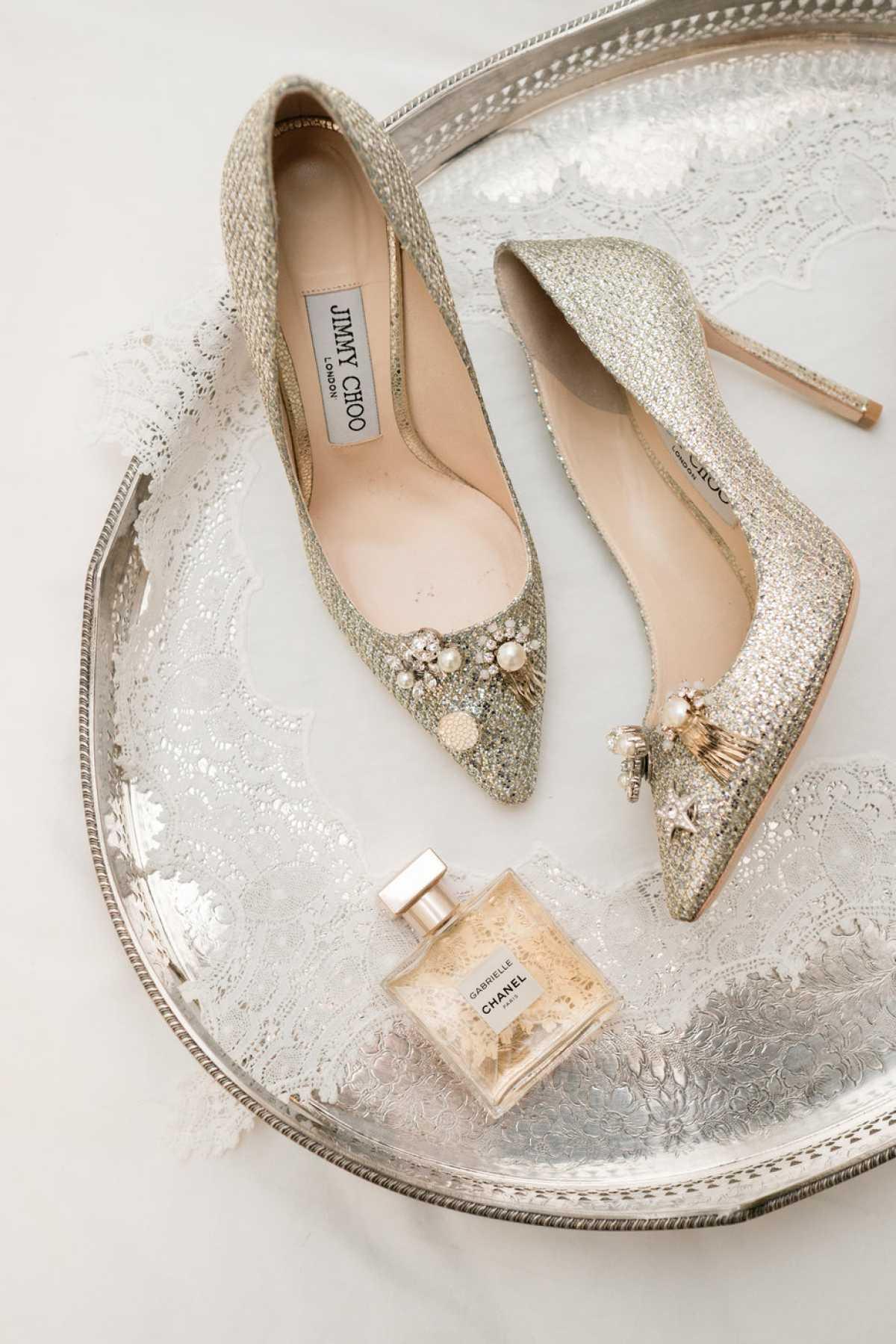 Still life di scarpe da sposa Jimmy Choo