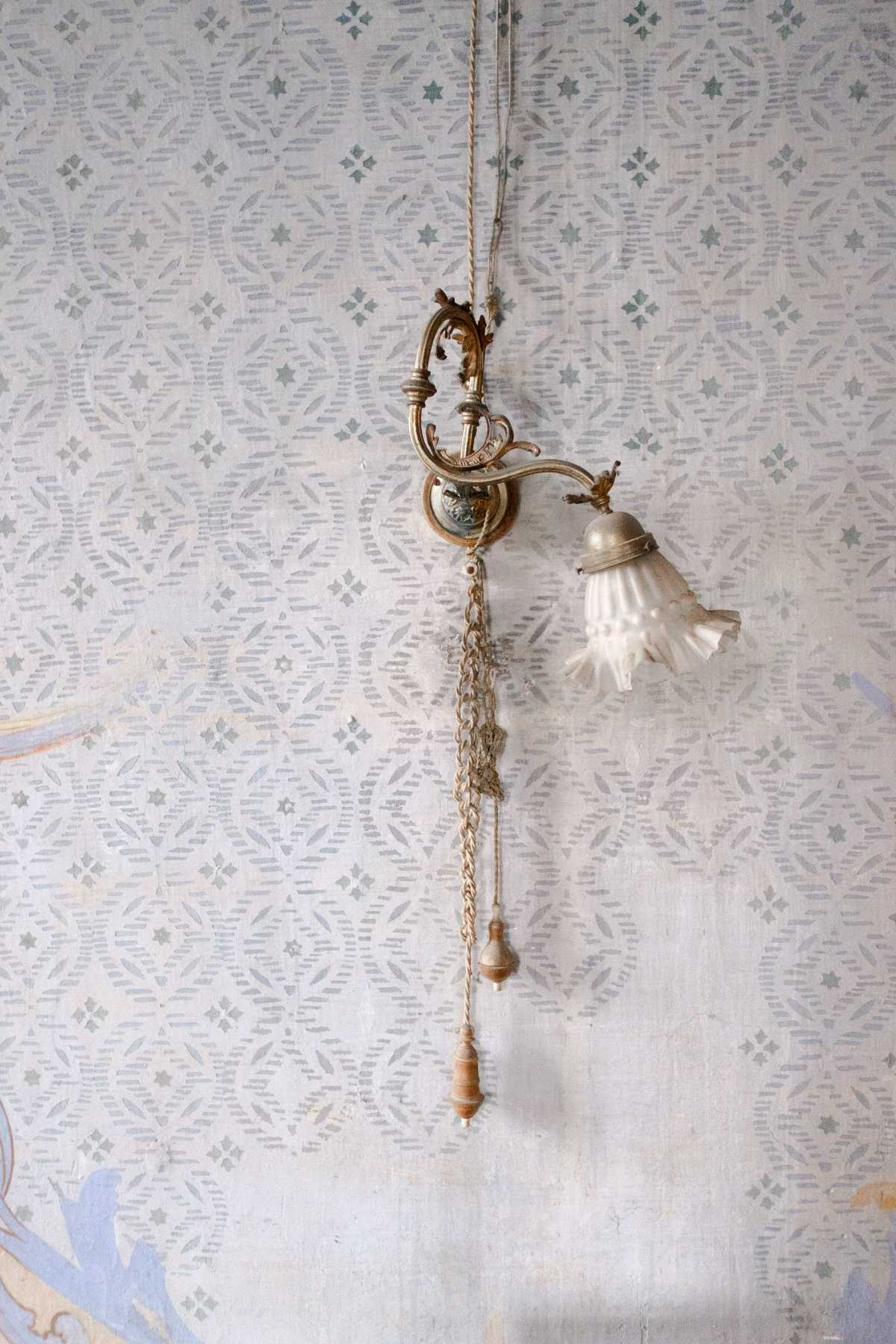Dettaglio lampada vintage a Villa Bono